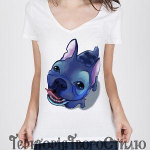 девушка в футболке с собачкой