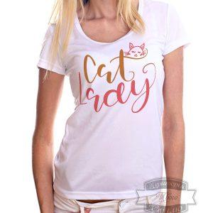 женщина в футболке с рисунком