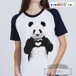 женщина в черно-белой футболке