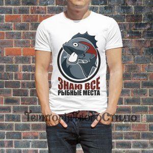 мужчина в футболке с рыбой