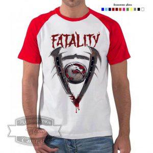 Мужчина в футболке Mortal Kombat
