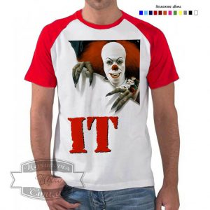Мужчина в футболке Оно