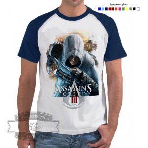 мужчина в футболке с принтом с игры