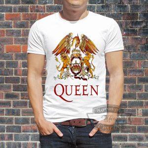 Мужчина в футболке Квин