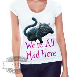 кучерявая девочка в футболке