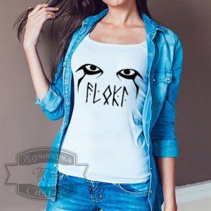 Девушка в футболке Флоки
