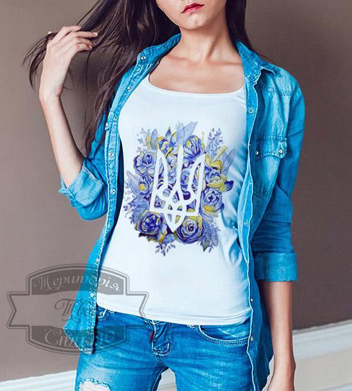 девушка в футболке с рукавами