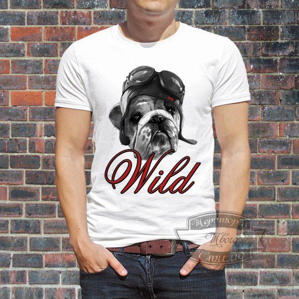 Мужчина в футболке с собакой