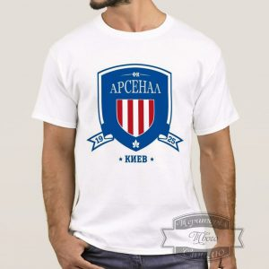Мужик в футболке Арсенал Киев