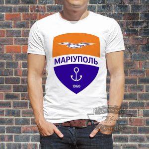 мужик в футболке фк мариуполь