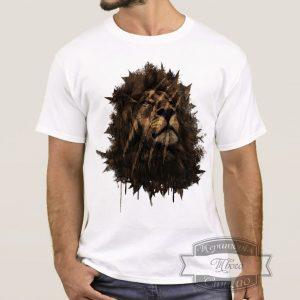 мужик в футболке с головой льва