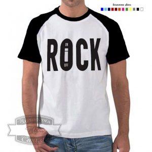 мужик в футболке рок