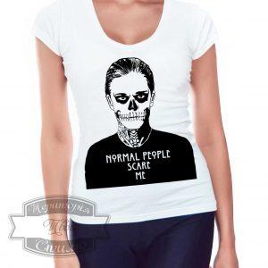 девушка в футболке нормальные люди меня боятся