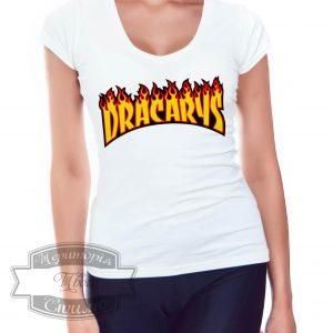 девушка в футболке дракарис