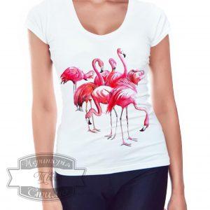 девушка в футболке фламинго