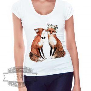 девушка в футболке с лисичками
