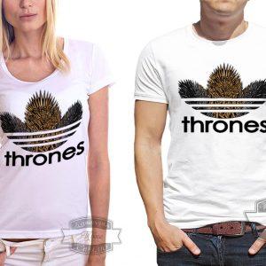пара в футболках с железным троном