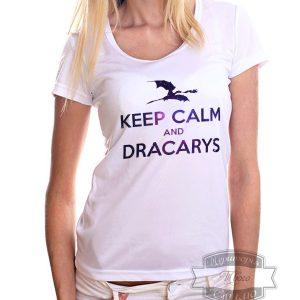 женщина в футболке keep calm and dracarys