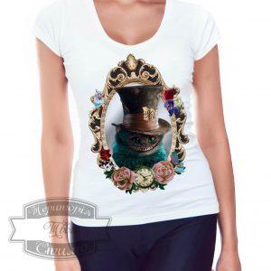 девушка в футболке Cheshire Cat