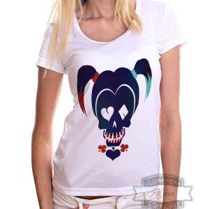 девушка в футболке с харли квин