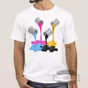Мужчина ф футболке с красками