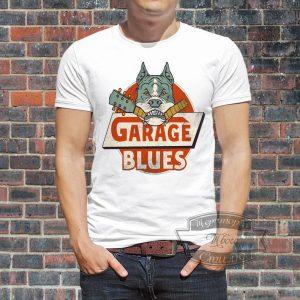 мужчина в футболке гараж блюз