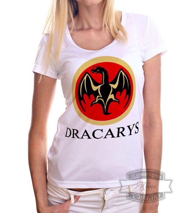 Девушка в футболке с драконом