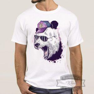 мужик в футболке с пандой