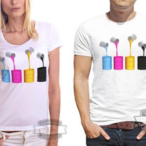 мужчина в футболке с красками