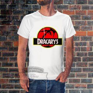 Мужчина в футболке dracarys