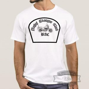 Мужик в футболке байджадж клуб