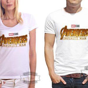 Мужчина и девушка в футболке с надписью мстители