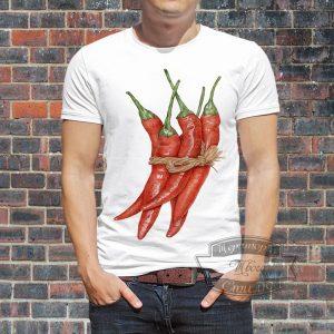 мужчина в футболке с перцем