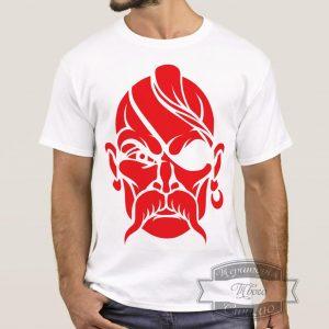 мужик в футболке с козаком