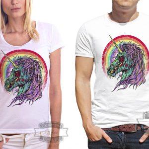 Мужчина и женщина в футболке с единорогом