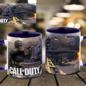 Синяя кружка на столе Call of Duty