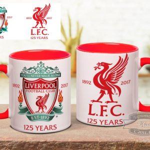 Кружка красная на столе Liverpool