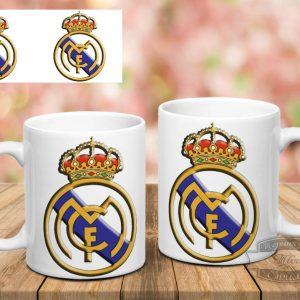 белая кружка Real Madrid на столе