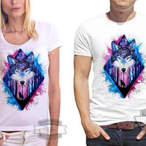 мужчина и девушка в футболке с волком