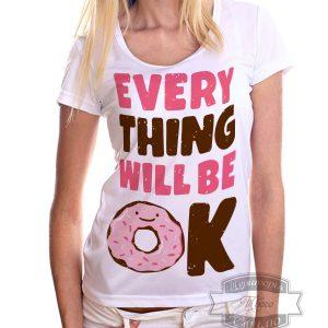 девушка в футболке с пончиком