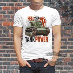 мужчина в футболке с Tank Power