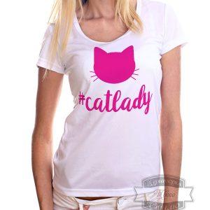 Девушка в футболке леди кошка