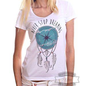 девушка в футболке с компасом