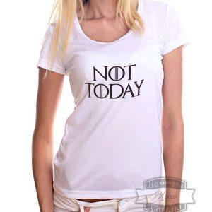 девушка в футболке не сегодня