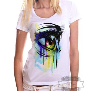 Девушка в футболке с глазом