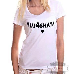 девушка в футболке с надписью лучшая
