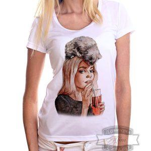 футболка с девушкой и кошкой