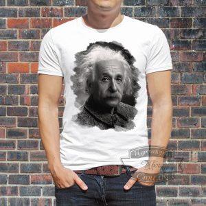 парень в футболке с Энштейном