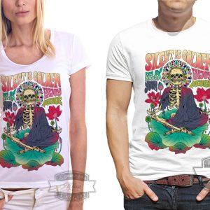 пара в футболке с надписью молчание золото