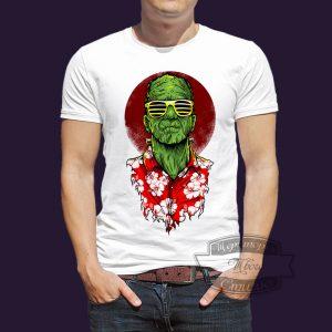 мужчина в футболке с Франкенштейном
